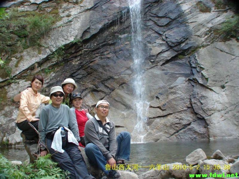 六羊山通天河风景名胜区位于河南省平顶山市鲁山县境内,属八百